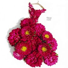 Grace ciao is a fashion illustrator residing in Singapore, who creates alluring designs using real flower petals. Grace loves flower petals, design paints, sketches and illustrations of different t… Grace Ciao, Moda Floral, Dress Illustration, Illustration Blume, Arte Fashion, Floral Fashion, Trendy Fashion, Style Fashion, Flower Petals