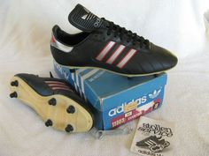 bootroomblog | Celebrating the football boots of yesteryear.