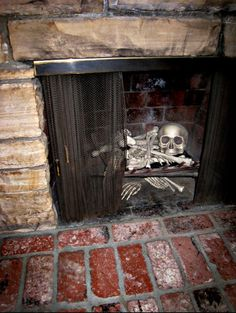 omg i love this for halloween! skeleton in the fireplace decoration! Great Halloween Party Decoration idea to bad i don't have a fireplace Boo Halloween, Fete Halloween, Holidays Halloween, Halloween Crafts, Happy Halloween, Halloween Clothes, Classy Halloween, Halloween Scene, Halloween Snacks