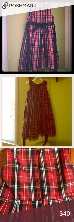🎄🎁Girls Holiday Dress❤️💚 OFFERS WELCOME ✅ 🎄Girls Dress with 🏴petticoat & black bow⚫️♥️OFFERS WELCOME ✅ did not use a filter kept changing the true color of the dress. Buttons up the back. perfect condition. Marmellata Dresses Formal