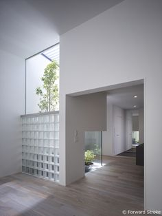 """""""家づくりを楽しもう"""" 住まいの写真で人をつなぐ新感覚ソーシャルネットワーク Interior Garden, Interior Exterior, Interior Architecture, Glass Blocks Wall, Glass Block Windows, Japanese Style House, Modern Bungalow House, Casa Patio, Long House"""