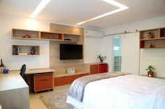 Quarto | bedroom | cozy | bem iluminado | claro | quarto de dormir | cama de casal | com tv na parede
