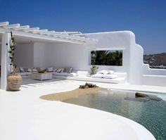 Awesome house with interesting interior and exterior design in the beautiful island Mykonos in Greece. Via homeguide Villa Pool, Beach Villa, Design Exterior, Interior And Exterior, Patio Interior, Modern Exterior, Casa Mix, Outdoor Spaces, Outdoor Living