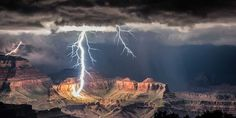 gorgeous-landscape-photos-of-a-grand-canyon-lightning-storm