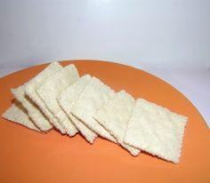 Felt food saltine crackers.  Tutorial by American Felt & Craft.  #toys #felt #food #crackers
