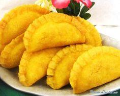 Aprende a preparar empanadas colombianas con esta rica y fácil receta.  Las empanadas colombianas son un entrante ideal para las comidas en grupo, con amigos o...