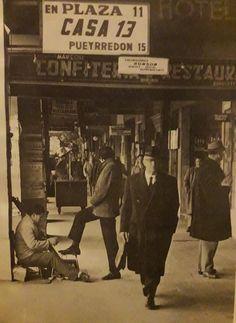 La Recova de Plaza Once. Curioso juego de palabras en el anuncio. 1968. Plaza, Broadway Shows, Storage, Be Nice, Game, Antigua, Cities
