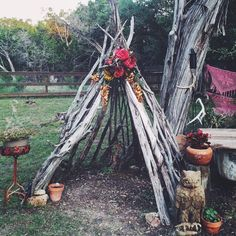 My teepee got a little makeover for the baby shower. 🌺 Having so much fun playing with my yard. And that handsome owl was my Mother's Day… Diy Tipi, Outdoor Play Spaces, Outdoor Fun, Outdoor Decor, Outdoor Forts, Ikebana, Teepee Kids, Teepees, Wood Teepee