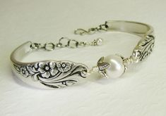 Silver Spoon Bracelet, Evening Star 1950 with White Crystal Pearls, Silverware Jewelry Spoon Bracelet, Bracelets, Jewelry Crafts, Jewelry Art, Metal Jewelry, Vintage Jewelry, Handmade Jewelry, Jewelry Design, Silver Jewelry