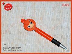 Original y exclusivo bolígrafo muñequita Chata, apto sólo para escribir cosas bonitas ;-) PIEZA ÚNICA (nº serie D028). Hecho a mano. www.le-chat-noir.es #chata #regalo #original https://www.facebook.com/pages/Le-Chat-Noir-Hecho-a-mano/113710975370328