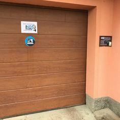 Vchod do NDSmobile.cz Garage Doors, Outdoor Decor, Home Decor, Decoration Home, Room Decor, Home Interior Design, Carriage Doors, Home Decoration, Interior Design
