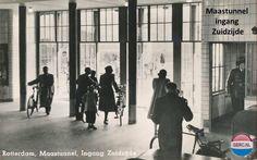 Rotterdam: De Maastunnel ingang fietsers en voetgangers omstreeks 1948