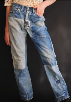 patch denim with denim My Jeans, Jeans Style, Ripped Jeans, Blue Jeans, Slow Fashion, Denim Fashion, Altering Jeans, Recycle Jeans, Denim Patchwork