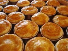 empada - Google Search Portuguese Desserts, Portuguese Recipes, Snack House, Cooking Time, Cooking Recipes, Good Pie, Diy Food, Appetizer Recipes, Appetizers