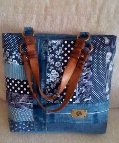 Cute purse with recycled denim Patchwork Bags, Quilted Bag, Denim Patchwork, Denim Fabric, Jean Purses, Purses And Bags, Denim Handbags, Denim Purse, Denim Ideas