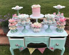 """74 curtidas, 8 comentários - Over The Moon Events (@overthemoonevents) no Instagram: """"Loved planning this vintage tea party for Poppy. #overthemoonevents #vintageteaparty #teaparty…"""""""