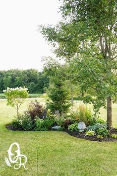 16 Astonishing Garden Islands That Will Take Your Breath Away backyard landscaping landscaping garden landscaping Garden Yard Ideas, Outdoor Gardens, Beautiful Gardens, Charming Garden, Landscaping Around Trees, Amazing Gardens, Plants, Garden Front Of House, Backyard