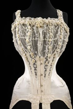 #Wedding corset designed for Mrs. G.E. Dixon, July 1905. l Victoria and Albert Museum