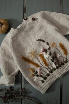 Embroidery For Beginners, Embroidery Techniques, Hand Embroidery Stitches, Embroidery Kits, Vintage Kids Clothes, Crochet Baby Clothes, Crochet Diagram, Baby Sweaters, Handmade Clothes