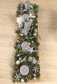 XMas Deko Xmas decoration on a long wooden board! Ideal for the Christmas table Christmas Decorations Drawings, Easter Bunny Decorations, Christmas Table Decorations, Easter Wreaths, Decoration Table, Holiday Decor, Christmas Signs, Christmas Time, Christmas Wreaths