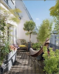 Best 12 Beautiful Small Balcony Garden Ideas In Apartments For Relaxation Balcony design with plants is a very simple and easy way to be able to have a small green garden that is cool and refreshing. Small Balcony Design, Small Balcony Garden, Small Terrace, Terrace Design, Terrace Garden, Garden Spaces, Garden Design, Balcony Ideas, Balcony Decoration