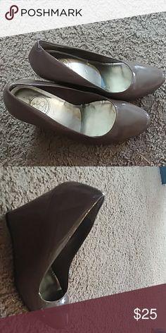 Фото грязные туфли языком