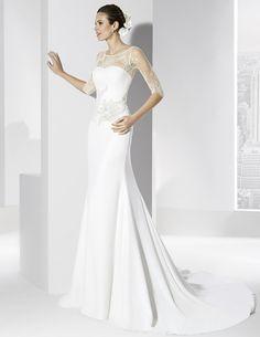 Vestidos de novia línea sirena con cuerpo de chantilly y apliques en la cintura.