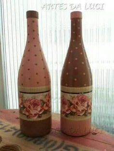 #artesaniasrecicladas Wrapped Wine Bottles, Bottles And Jars, Glass Bottles, Perfume Bottles, Diy Bottle, Wine Bottle Crafts, Bottle Art, Mason Jar Gifts, Altered Bottles
