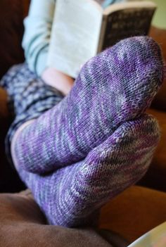 Beginner fingering-weight socks for Magic Loop - purple Araucania