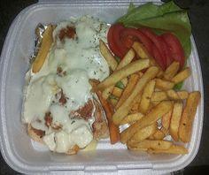 Пилетина у сосу са четири сира,уз помфрит и салату.