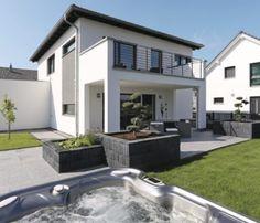 Stadtvilla mit Jacuzzi - WeberHaus City Life Kundenhaus.jpg