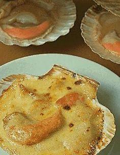 Vidéo : Coquilles Saint-Jacques à l'ancienne > http://www.elle.fr/Elle-a-Table/Recettes-de-cuisine/Coquilles-Saint-Jacques-a-l-ancienne-548135 @CookintheTube