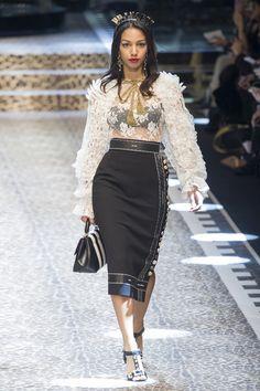 Dolce & Gabbana at Milan Fashion Week Fall 2017 - Runway Photos