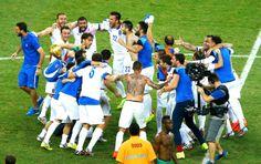 Comemoração da Grécia contra a Costa do Marfim (Foto: Agência Reuters)