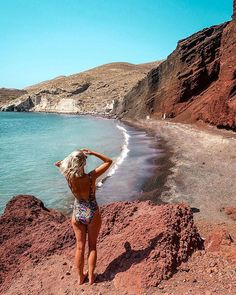 Santorini is probably the most iconic Greek island. It's a romantic paradise and therefore, a popular destination for couples. However, anyone can have a great time in Santorini as it has so much t… Red Beach Santorini, Santorini Island, Santorini Greece, Before Sunset, Travel Photos, Travel Tips, Greece Travel, Greek Islands, Travel