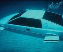 007 Lotus Esprit 'Submarine Car went up for auction. Sold for The one and only fully functional Submarine Car used sed in the James Bond film The Spy Who Loved Me Lotus Esprit, Aston Martin Db5, Tesla Motors, Tesla S, James Bond Auto, James Bond Movies, Bmw M1, Roger Moore, Elon Musk