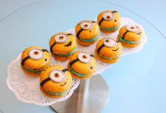 In this video demonstration, I show you how to make minion macarons from scratch. They are easy to master once you get the hang of it and if you have figured...