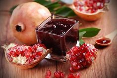 A Recipe for Pomegranate Jelly - undefined Greek Sweets, Greek Desserts, Greek Recipes, Cooking Jam, Greek Cooking, Cooking Recipes, Pomegranate Jelly, Pomegranate Benefits, Pickling
