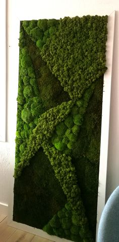 Indoor and Outdoor Moss Decorative Ideas – In the garden, on the terrace or in deco, the vegetable moss invades our house to liven up the space of life. Moss Wall Art, Moss Art, Wall Art Decor, Moss Graffiti, Green Clocks, Art Of Living, Living Walls, Moss Decor, Garden Coffee