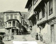 BURSA-.(1920 Lİ YILLAR.)ÇİNKOLU KAHVE SOKAK. Kaynakda Türk Mahallesi olarak geciyor