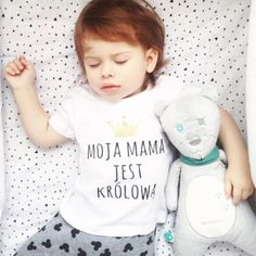 If Mama's a queen, that makes baby a princess. (Or is it vice versa?) ⠀ Sleep tight, lovelies...⠀ 📷 by @nninlovee www.ooh-noo.com