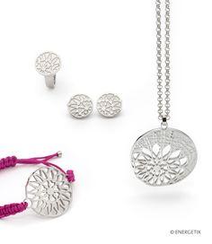 die  runde Formgebung verzaubert mit seinem floralen Motiv Form, Nature, Jewelry, Floral Theme, Circuit, Watches, Wristlets, Gifts, Naturaleza