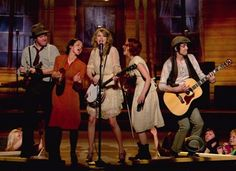 """Taylor Swift and crew singing """"Mean"""" at the 2011 ACM awards"""