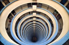 Horizontes verticais por Romain Jacquet-Lagreze. #cities #photography