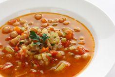 Sopa Minestrone, Chana Masala, Cheeseburger Chowder, Soup Recipes, Risotto, Ethnic Recipes, Food, Cabbage, White Bean Soup