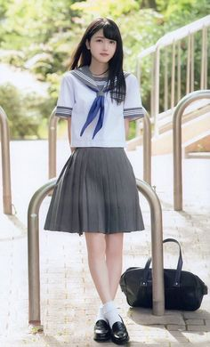 School Girl Dress, School Dresses, Beautiful Japanese Girl, Beautiful Asian Girls, Sailor Fashion, Girl Fashion, Preteen Girls Fashion, Cute Asian Girls, Cute Girls