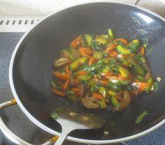 Gemischtes Gemüse aus dem Wok - http://ift.tt/1KDC3TV