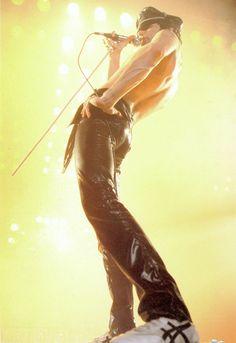 Icon of style : Freddie Mercury ? Still I love his pants