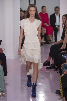 Chloé Spring 2018 Ready-to-Wear Collection Photos - Vogue