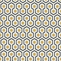 Im Moment sehr im Trend . Très tendance en ce moment Papier peint géométrique beige HICK& Im Moment sehr im Trend … 2014 Beige Geometric Wallpaper HICK & # S HEXAGON – Cole und Sohn – Over The Colors Geometric Wallpaper Cole And Son, Gold And Black Wallpaper, Hexagon Wallpaper, Fabric Wallpaper, Of Wallpaper, Pattern Wallpaper, Small Space Interior Design, Interior Design Living Room, Graphic Patterns